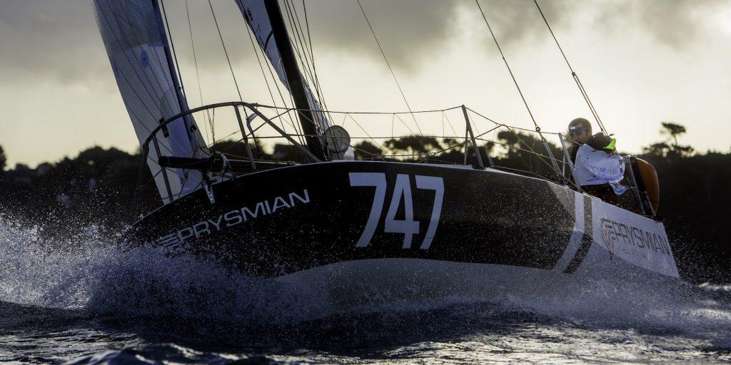 Giancarlo Pedote navigando sul Mini 6,5